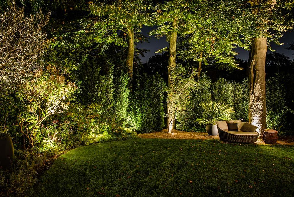 relaxbed verlicht in achtertuin